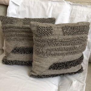 PIER 1- textured throw pillows. Set of 2. NEW